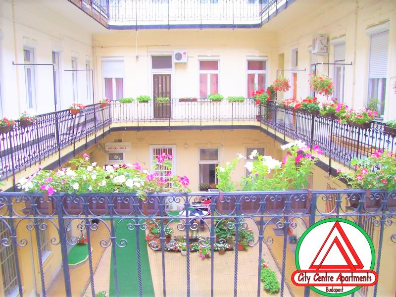 Aparthotel courtyard apartment hotel in_Budapest group accommodation